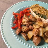 Tofu com broa e espinafres